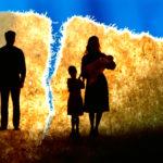 Обыкновенно после развода с кем остается ребенок?